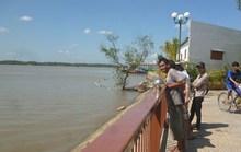 Bến Tre: Cô gái mặc áo cưới nhảy sông tự vẫn