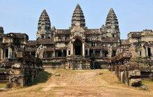 """Ra tòa vì chụp ảnh """"khoe mông"""" ở Angkor"""