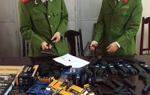 Bắt giữ nhiều súng ngắn và thuốc kích dục Trung Quốc