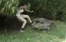 Nhảy vào chuồng trêu cá sấu, cô gái may mắn thoát chết