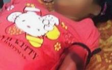 Bé gái 12 tuổi bị 2 kẻ bịt mặt đâm vào tay đêm Noel