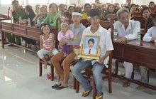 Vụ mang di ảnh vào bệnh viện: Gia đình mong bác sĩ N. đến viếng mộ