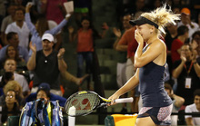 Clip Djokovic vất vả, sao nữ rụng sớm ở Rome Open