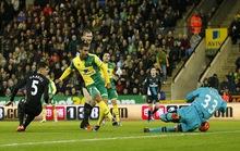 Hòa Norwich, Arsenal vẫn ngoài tốp 3