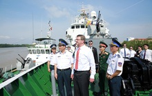 Bộ trưởng Quốc phòng Mỹ thăm Hải quân, Cảnh sát biển Việt Nam