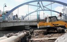 Sà lan đâm nứt cầu Đặng Nguyên Cẩn trên kênh Tân Hóa – Lò Gốm