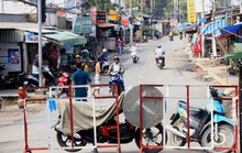 TP HCM: Cầu Long Kiển bị phong tỏa, người dân chật vật tìm đường đi