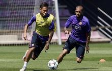 Tập luyện trong nắng nóng 31 độ C, Barcelona mơ Champions League