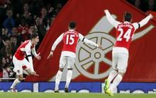 """""""Quỷ đỏ"""" trượt dài, Arsenal thắng lên ngôi đầu"""