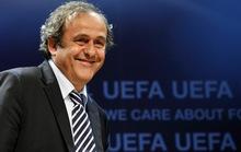 """Platini nhận """"lót tay"""" 14 tỉ bảng giúp Qatar giành quyền đăng cai World Cup"""