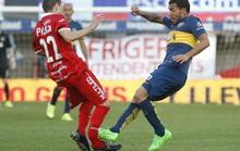 Ghê rợn cảnh Tevez đá gãy chân đối thủ