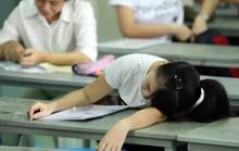 Nộp bài thi xong, thí sinh bất ngờ ngất xỉu