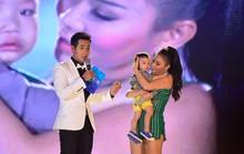 Thu Minh ngọt ngào dỗ em bé đi lạc trên sân khấu