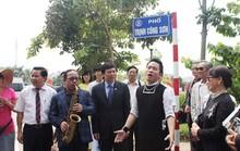 Tùng Dương ca Nhớ mùa thu Hà Nội trên phố Trịnh Công Sơn