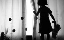 Tạm giam kẻ hiếp dâm bé 2 tuổi nhập viện
