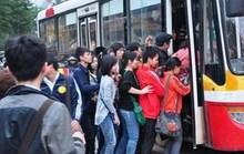 Khổ vì xe buýt quá tải, bỏ trạm