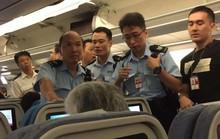 Gây rối trên máy bay, một phụ nữ Trung Quốc bị bắt