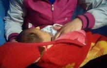 Bị bạn trai bỏ, để con hơn 1 tháng trước cửa nhà dân nhờ nuôi