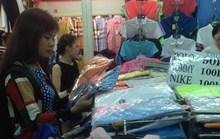 Hàng hiệu siêu rẻ tràn vào chợ Tết