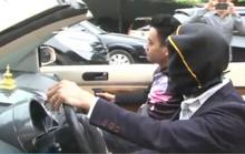 Tài xế trùm kín đầu phóng Volkswagen mui trần trên phố Hà Nội
