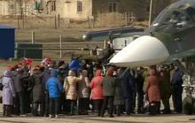 Phi công Nga trở về từ Syria được chào đón như anh hùng