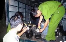 Gom 1.000 lít dầu, mỡ động vật đã sử dụng đem bán ở Hà Nội