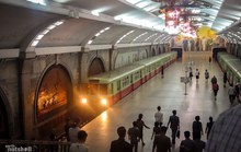 Cận cảnh tàu điện ngầm sâu nhất thế giới ở Triều Tiên