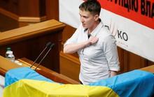 """Nữ phi công Ukraine mắng nghị sĩ là """"học sinh lười biếng"""""""