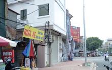 Hà Nội: Ngôi nhà nuốt trọn cột điện trên hè phố