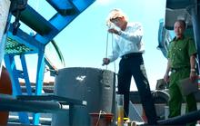 Bắt 2 tàu chứa 100 tấn dầu lậu tại vịnh Cam Ranh