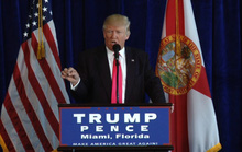 """""""Nhờ"""" Nga tìm email của bà Clinton, ông Trump phản bội nước Mỹ?"""