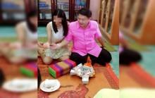 Quan chức Thái Lan dính bê bối đính hôn nữ sinh