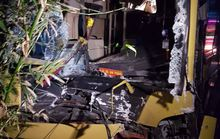 Xe khách húc đuôi xe tải, 2 phụ nữ bị cuốn vào gầm xe
