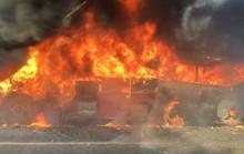 Xe khách 45 chỗ cháy rụi trên Đại lộ Thăng Long