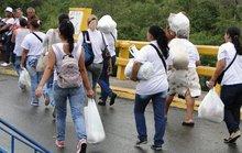 Phụ nữ Venezuela ồ ạt chạy sang Colombia tìm thực phẩm