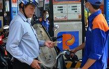 Chần chừ giảm thuế xăng dầu!