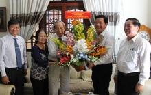 Bí thư Đinh La Thăng chúc mừng ngày Nhà giáo Việt Nam
