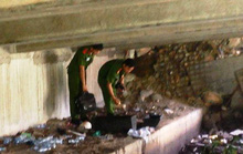 Quan tài dưới cầu Băng Ky nghi chứa thi thể sơ sinh