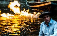Úc: Lạ lùng dòng sông bắt được lửa