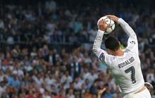 Tranh cãi quanh tình huống Ronaldo úp rổ vào lưới Hart