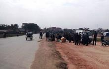 Chồng bị cán chết, vợ bị thương nặng khi va chạm với xe tải