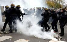 Pháp hỗn loạn vì biểu tình, đình công