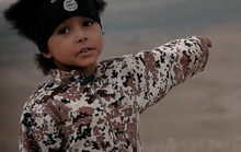 IS cho cậu bé 4 tuổi sát hại 3 tù nhân