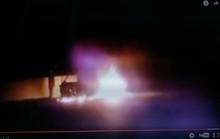 Đang đi mua đồ liên hoan Valentine, xe ô tô bất ngờ bốc cháy