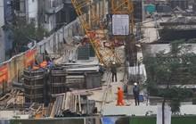 Hà Nội: Cẩu tháp đổ gục, người dân tá hoả tháo chạy