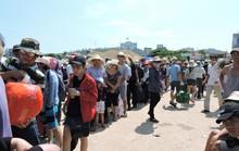 Khách du lịch đổ ra đảo Lý Sơn trong dịp lễ 8-3