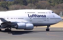 Đòi mở cửa máy bay ở độ cao 11,5 km để... hút xì gà