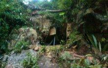 Huy động 40 người giải cứu 3 phu vàng mắc kẹt trong hang