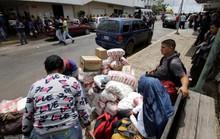Dân Venezuela đua sang Brazil mua nhu yếu phẩm