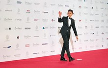 Isaac không cô đơn trên thảm đỏ LHP Busan